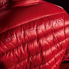 De Porsche x BOSS collectie bevat veel items, zoals deze jas