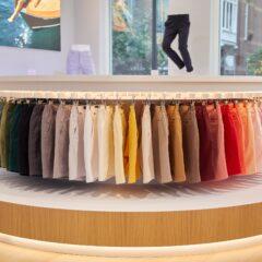 De MR MARVIS shorts kleurrijk opgehangen voor de inspiratie