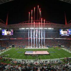 Het spektakel op het veld gaat tussen de Kansas City Chiefs en de Tampa Bay Buccaneers